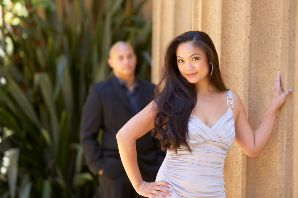 engagement session at the Palace of Fine Arts